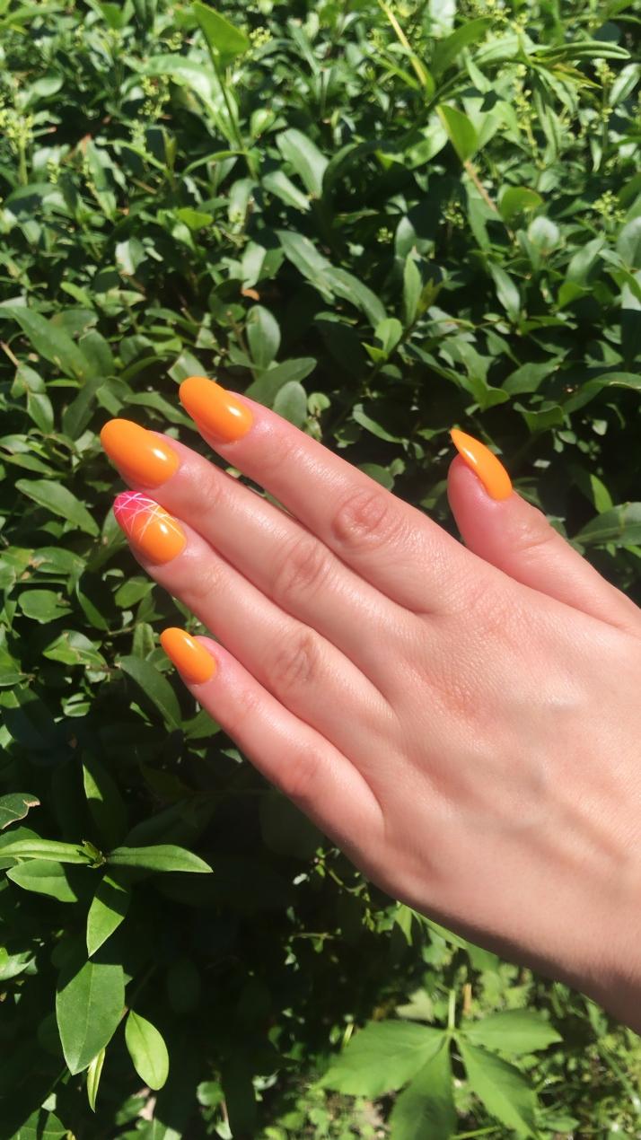 pomarańczowe paznokcie hybrydowe na lato